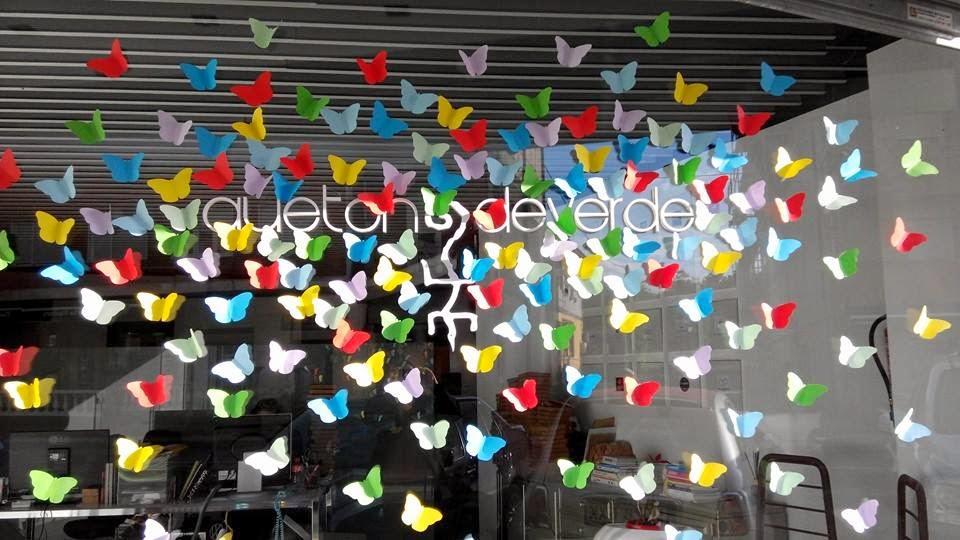 escaparate-primavera-que-tono-de-verde-mariposas-de-colores-papel-windows-design-colors-butterfly-escaparatismo-proyecto