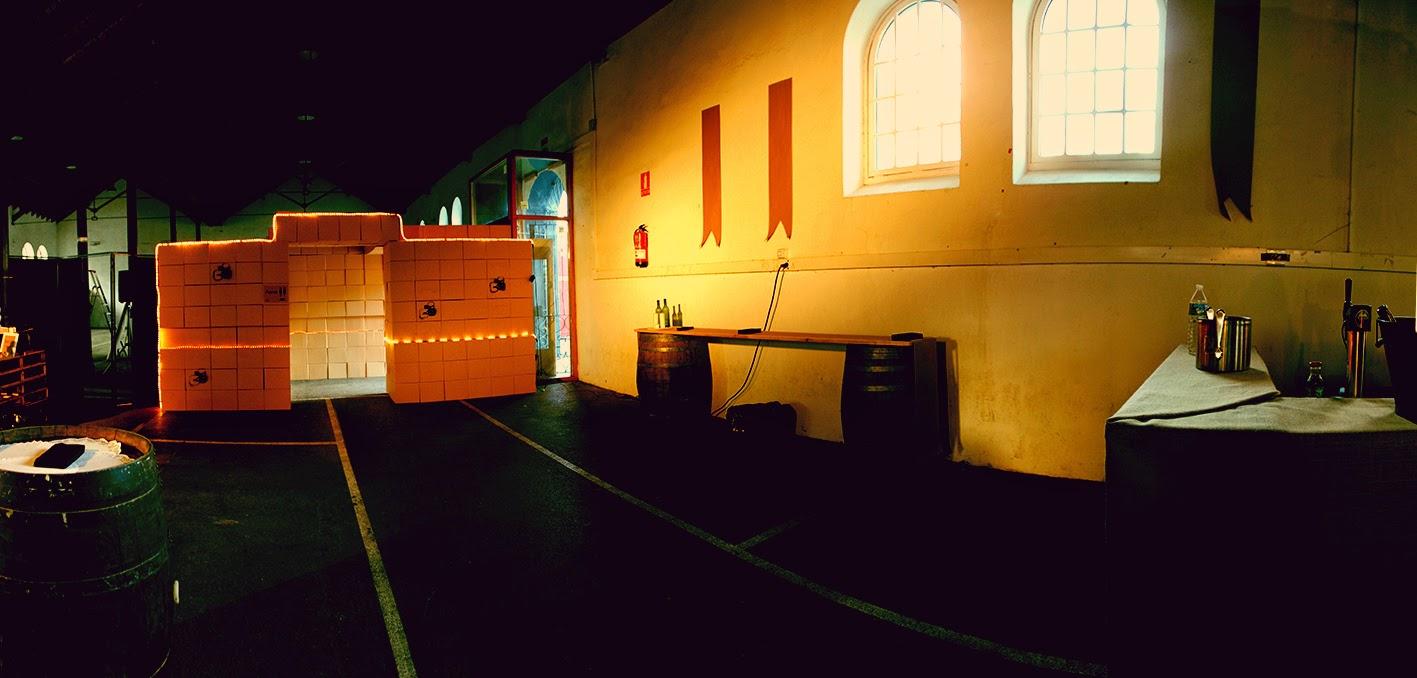 fiesta-casino-zeta-saron-evento-decoracion-quetonodeverde-design-barrido-general-antes-tunel-cajas-carton-luces-aseos-02