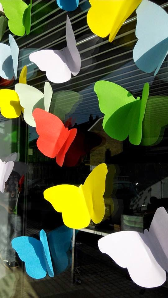windows-butterfly-design-escaparate-diseño-escapartismo-que-tono-de-verde-pariposas-colores