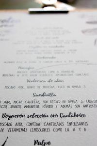 carta-cantabrico-el-estrecho-madera-tabla-pinza-anchoas-bonito-picoteo-marinero-queso-arlequin-conservas-4